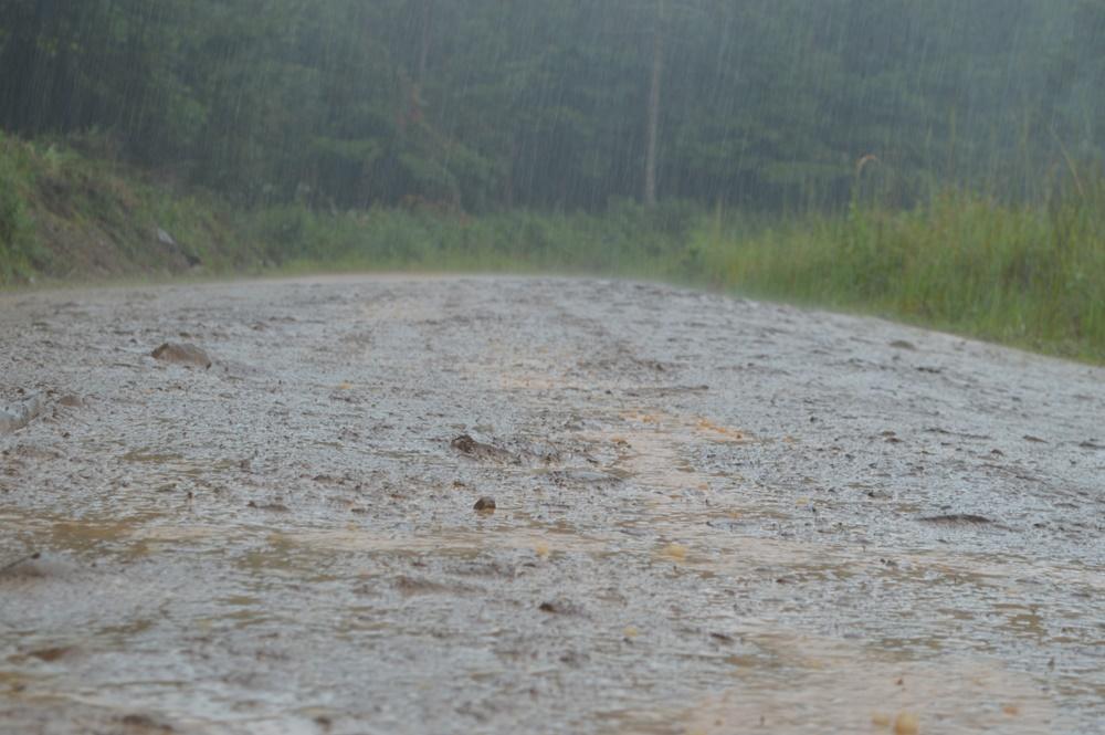 GENERAL CARNEIRO: Chuva prejudica trabalho de recuperação de estradas rurais